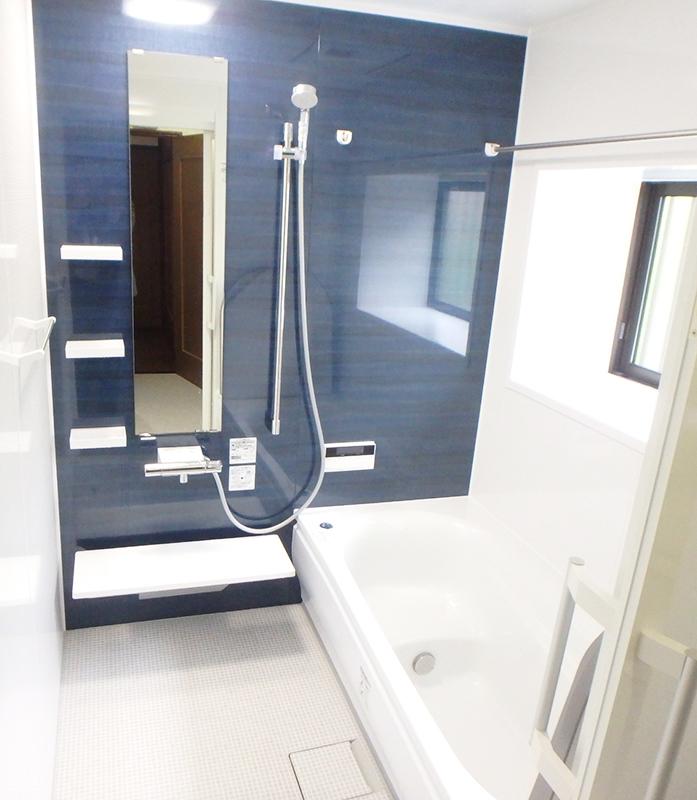 【浴室】TOTOサザナで、よりリラックスできる浴室に。ドアはお客様ご希望の引き戸に!