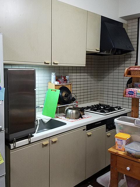 【台所】人造大理石で熱に強くて頑丈なトクラスを採用
