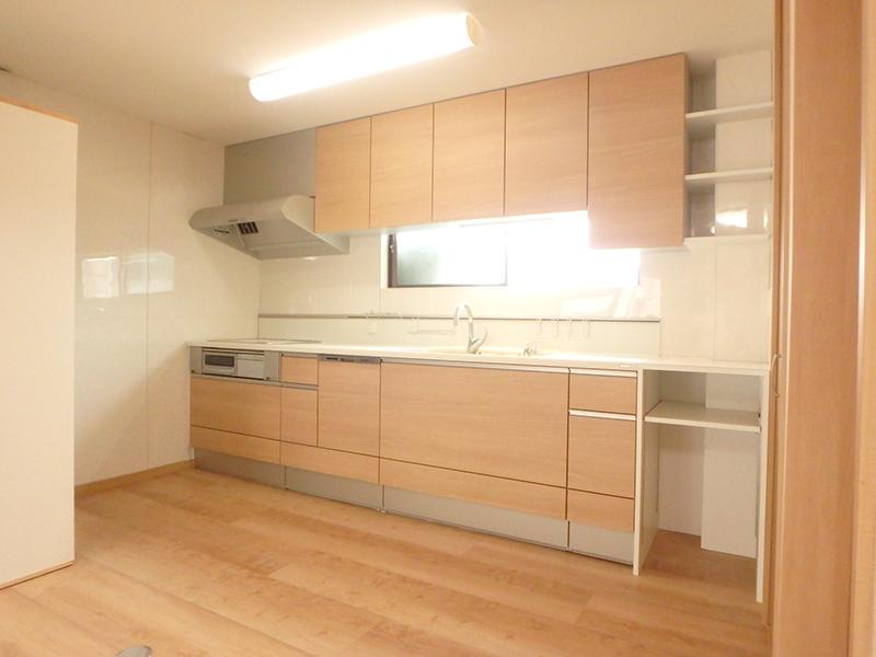 【台所】スッキリ使いやすく、収納しやすい台所になりました。