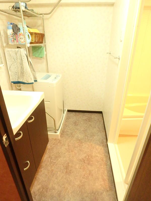 【洗面所】洗面台や床・壁を変えました。