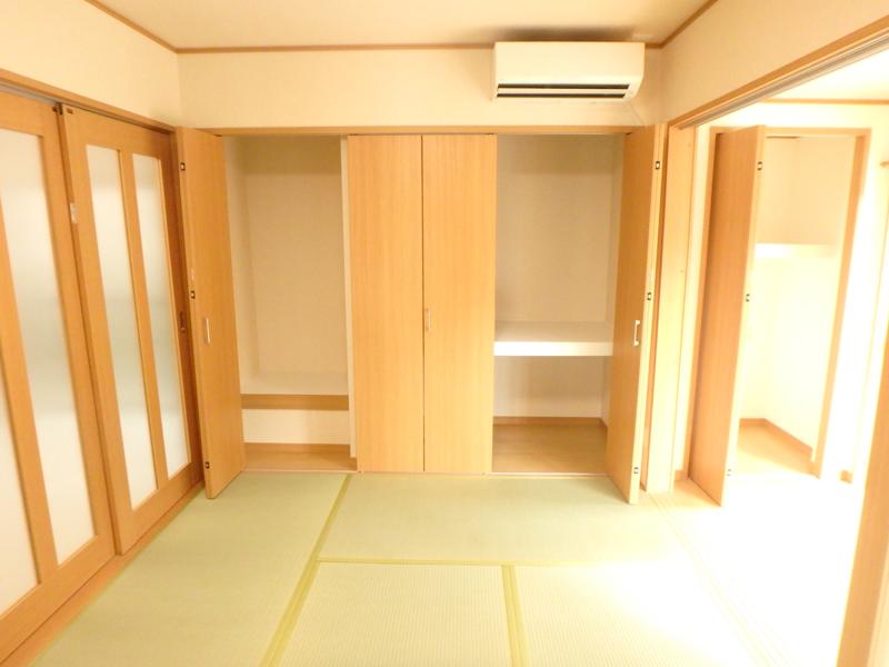【和室】タタミも交換。床の間も収納へと変わりました。