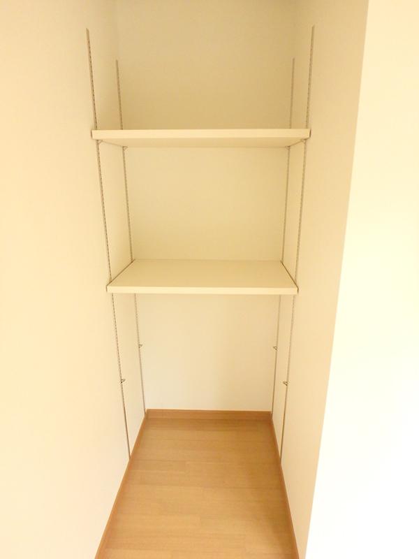 収納棚も増やして片付けるのも楽になり、住み心地の良い空間へと生まれ変わりました。