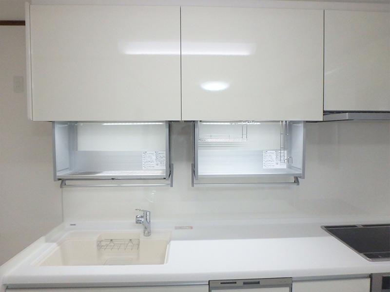 【台所(新設)】食洗機やIH完備、人造大理石のシンクで見た目も素敵!ハンドムーブで吊り戸が使いやすい!