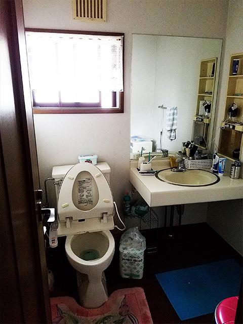 【トイレ・洗面台】トイレと洗面台をTOTOで統一。タンクレスで見た目もカッコよく。