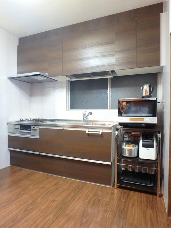 【台所】ブラウン系で統一した、落ち着いたキッチンに大変身。