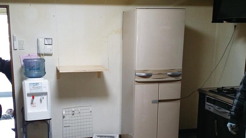 【キッチン】スポット照明が明るくオシャレな収納