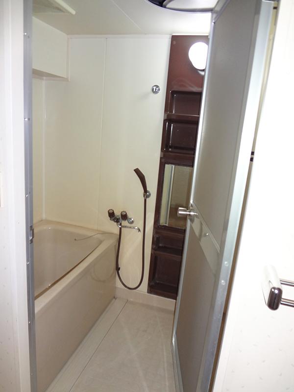 【浴室】設備を新しくして、清潔感のある空間へ。